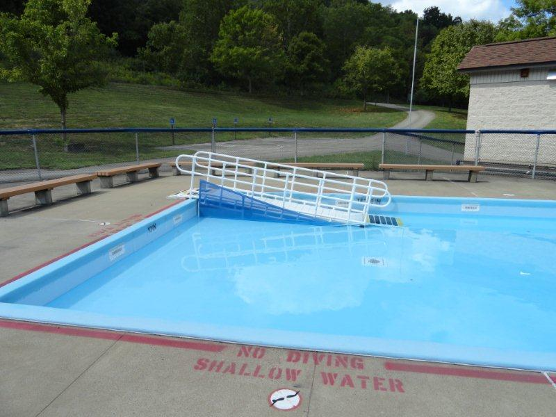 Rehab systems llc aquatrek ada wading pool ramp for Swimming pool lifting out of ground